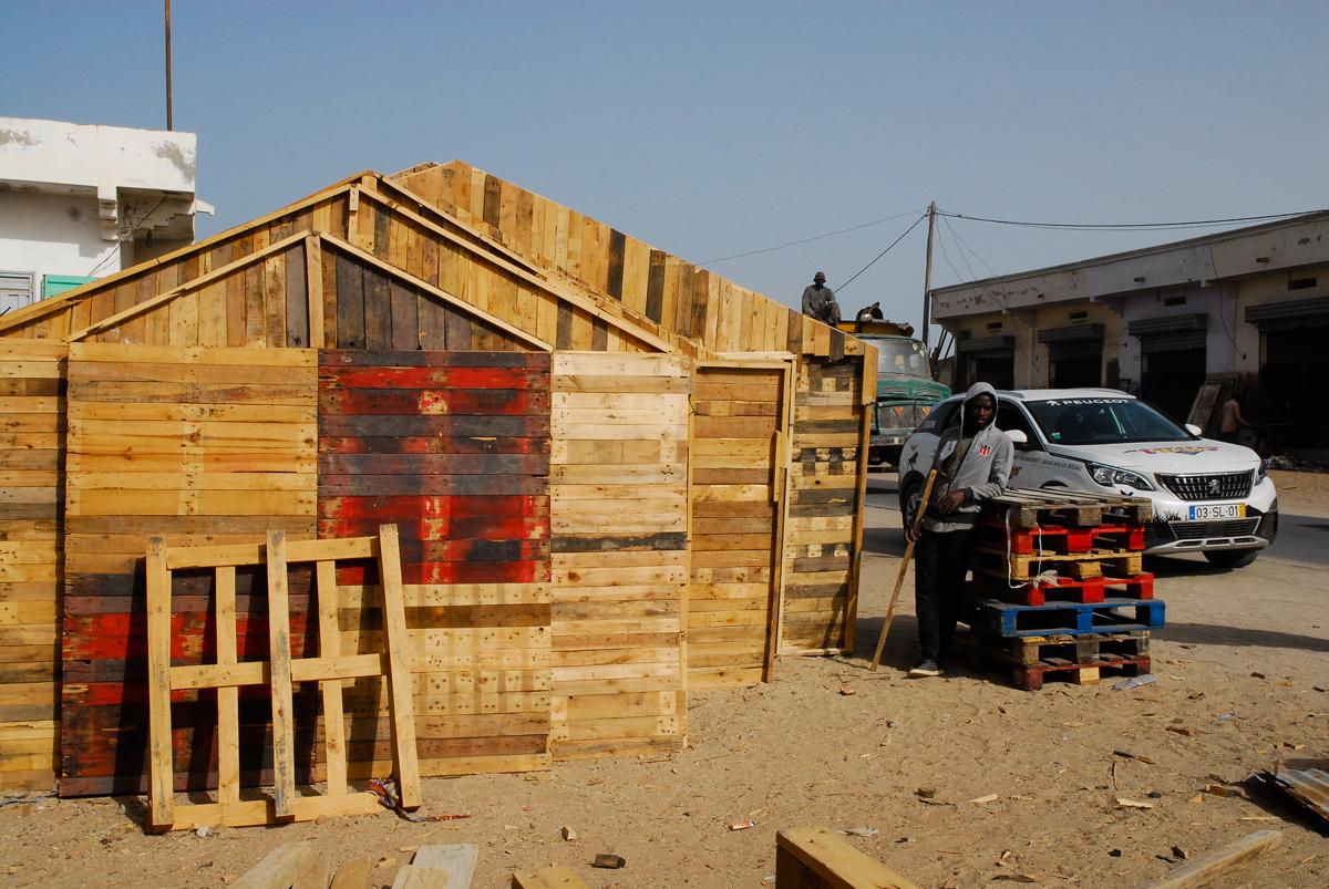 Casa feita de paletes de madeira