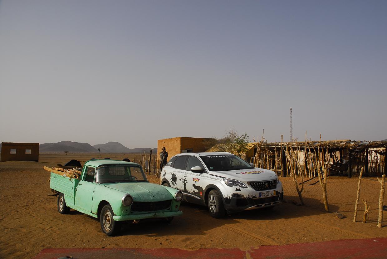 Mauritânia encontro Peugeot 404 e 3008