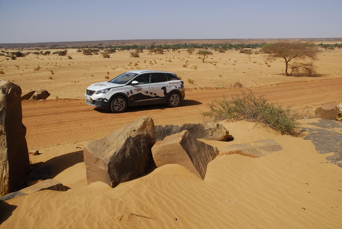 Mauritânia na pista à saída de Ouadane