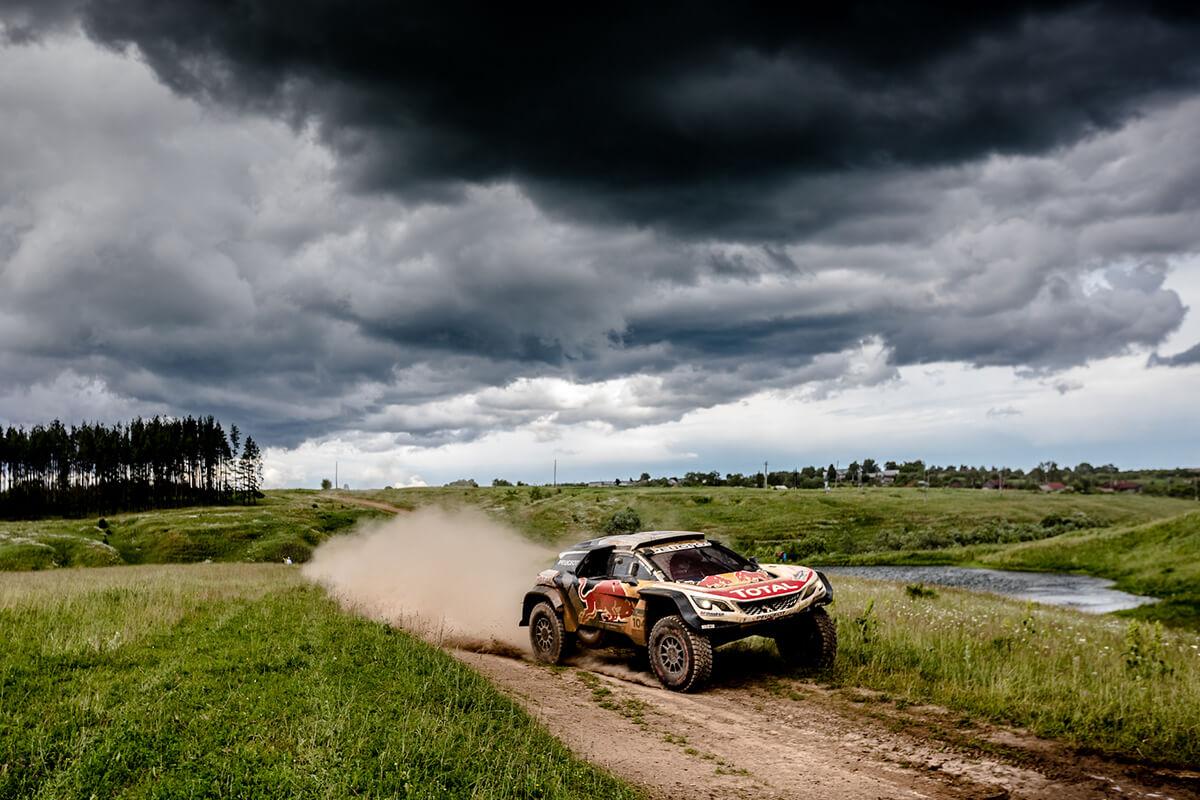 Peugeot à frente do Silk Way Rally 2017